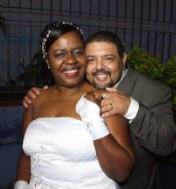 Nos conhecemos pessoalmente e foi tudo encaminhado por Deus. Em sete meses noivamos e casamos!