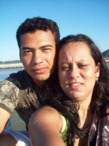 Estou muito feliz com o AmorEmCristo.com e queria informar que estou de casamento marcado! Conheci o Vanderlei pelo site, nos falamos por 3 meses e eu sempre pedindo direção para Deus.
