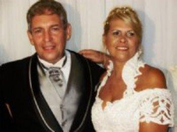 Nos encontramos e começamos a namorar, e hoje, para honra e glória do Senhor Deus, estamos casados!