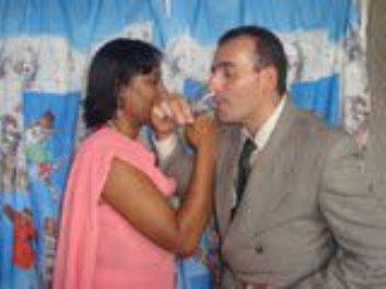 Depois fui em sua casa, conheci sua família, ela conheceu a minha, fomos juntos à sua Igreja... E assim começamos a namorar!