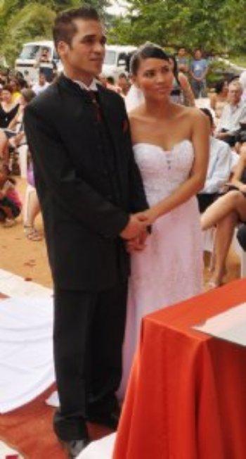 Conheci meu noivo através do site AmorEmCristo.com e gostaria muito mesmo de publicar e compartilhar minha felicidade com outras pessoas!