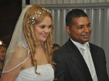 Depois que decidimos namorar, resolvi que visitaria o Brasil de seis em seis meses. Permanecemos neste relacionamento a distância até outubro de 2008, quando decidir voltar para nos casarmos...