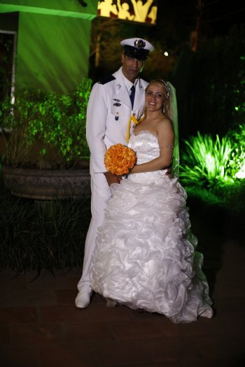 Pude viver meu sonho de noiva, com prova de vestidos, docinhos, louvores, flores, enfim.